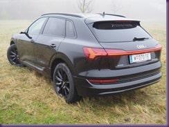 Praxistest - Audi e-tron » Audi von Hinten thumb