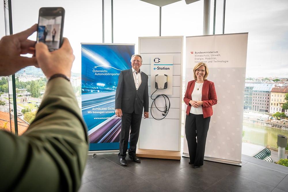 Klimaschutzministerium und Automobilimporteure: Start der Offensive für E-Mobilität » E Mobilität BMK Cajetan Perwein 11