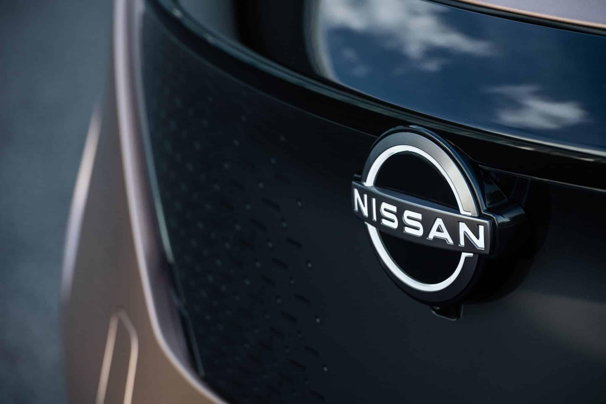 Coupé-Crossover - Vollelektrischer Nissan Ariya » Nissan Ariya badge Front BI min scaled