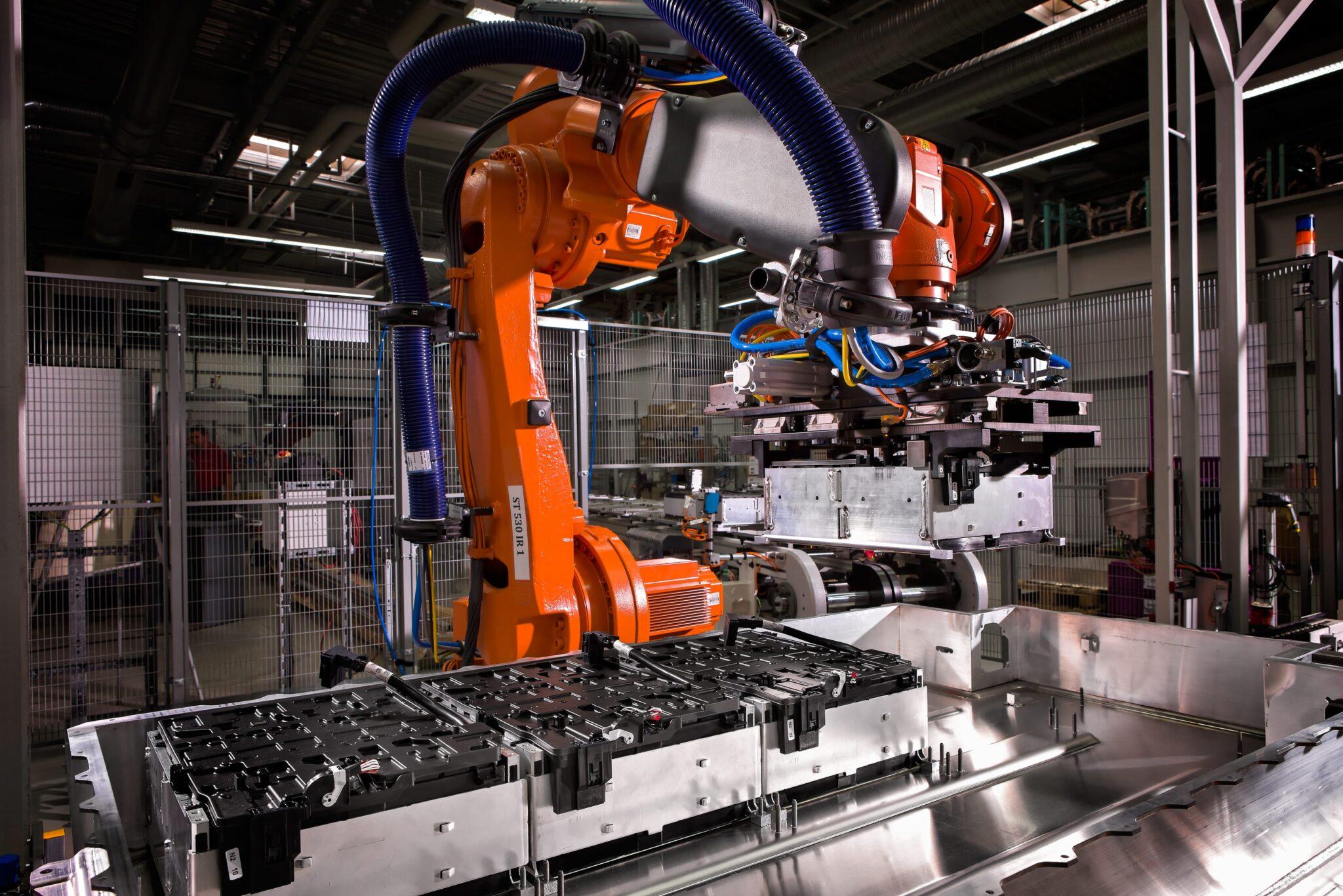 BMW Group Werke Dingolfing und Landshut feiern Meilenstein der Elektromobilität » P90128025 highRes bmw i3 production bm min scaled