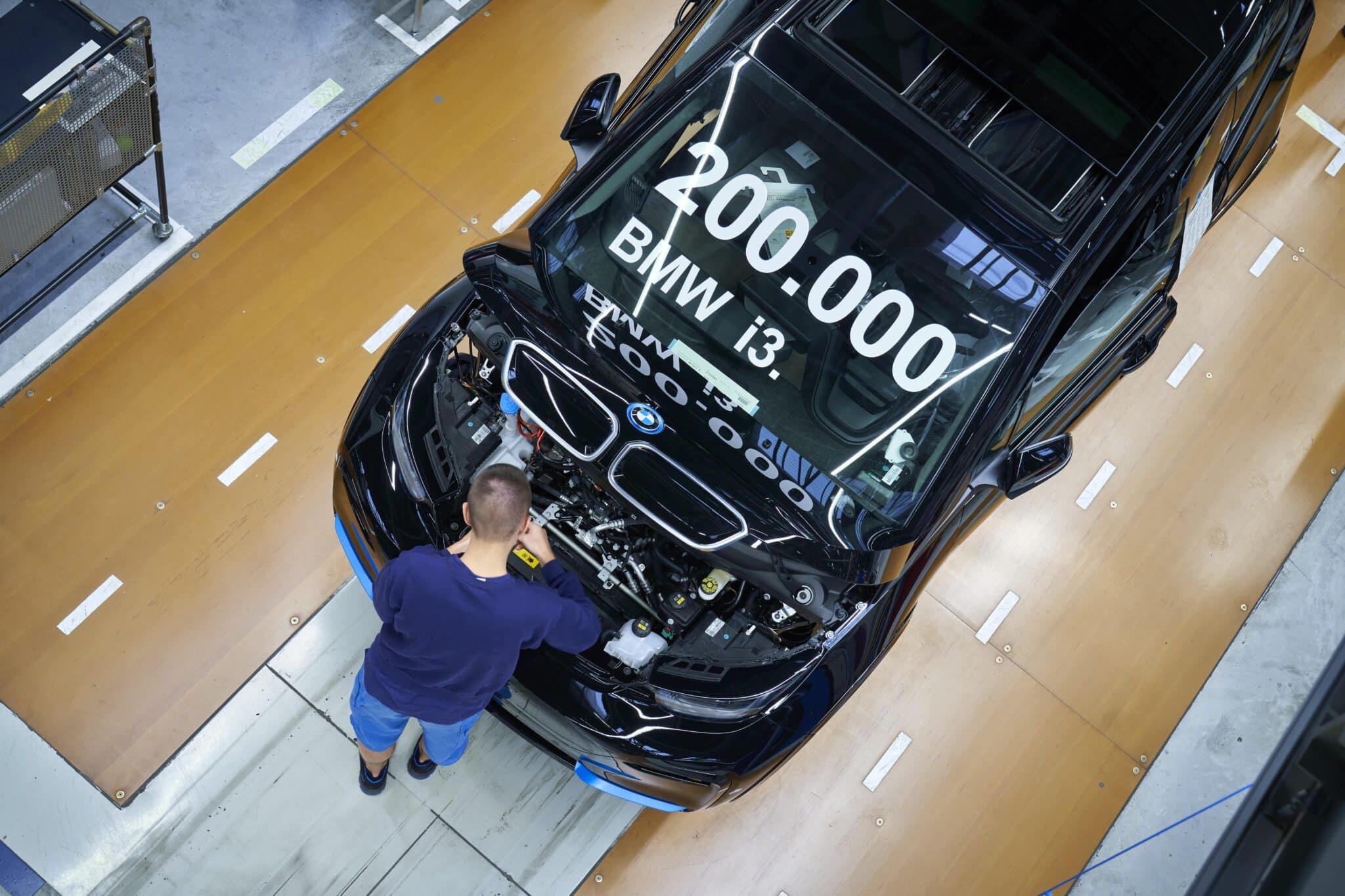 BMW Group Werke Dingolfing und Landshut feiern Meilenstein der Elektromobilität » P90404271 highRes 200 000 bmw i3 produ min scaled