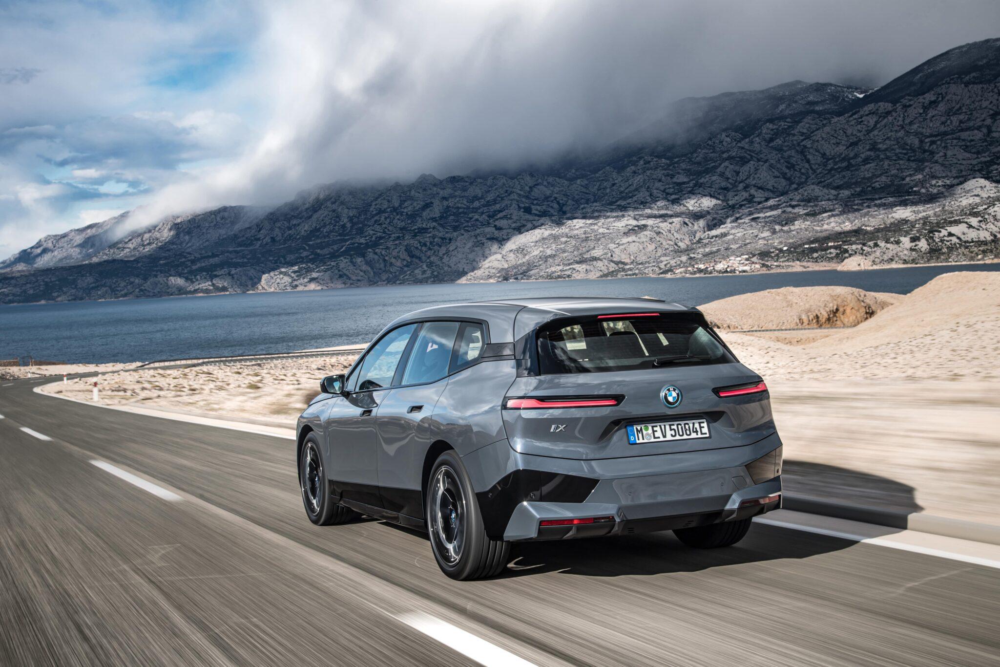 Der erste BMW iX. | P90422130 highRes the bmw ix xdrive50 min scaled